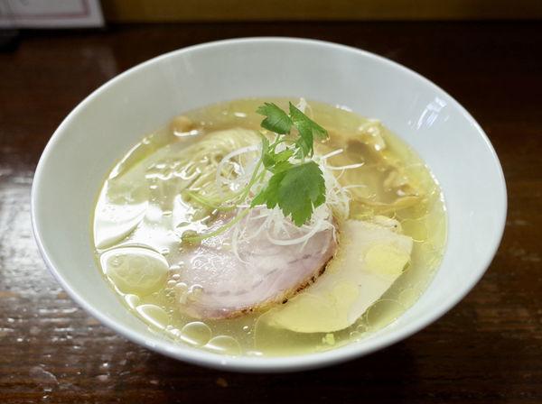 「比内地鶏とシャモロックの塩らぁめん…750円」@らぁめん サンドの写真