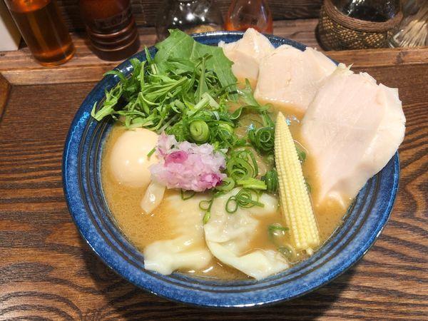 「燻製特製鶏白湯ラーメン」@燻製麺 燻の写真