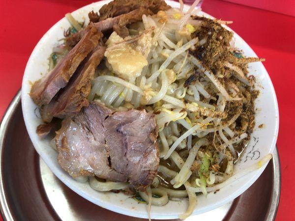 「豚入りラーメン800円」@麺でる 田園調布本店の写真