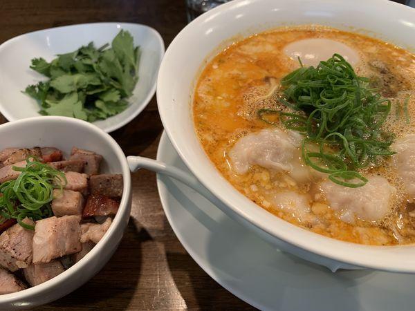 「担々麺 パクチー、ワンタン、味玉」@創作麺工房 鳴龍の写真