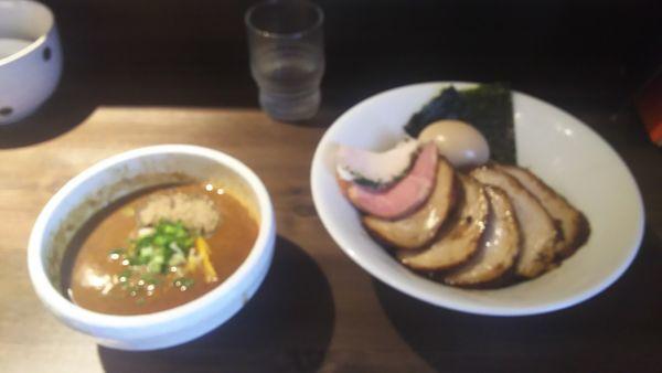 「特製豚骨魚介つけ麺 豚バラロールの煮豚チャーシュートッピング」@つけ麺 一燈の写真