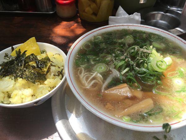 「Aラーメン高菜ごはん660円」@神戸ラーメン 第一旭 三宮本店の写真