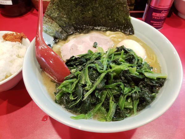 「味玉ラーメン+ほうれん草」@横浜家系ラーメン 志田家 蒲田店の写真