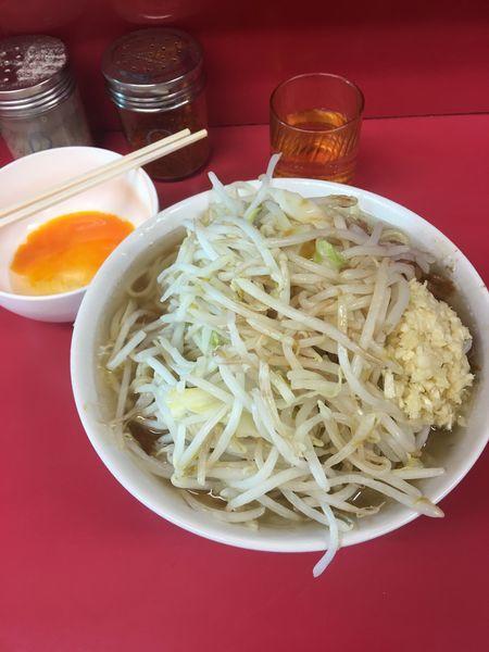 「小豚生卵」@ラーメン二郎 千住大橋駅前店の写真