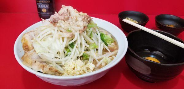 「小(少なめ)、たまご、ネギ生姜、カレー、モミジ」@ラーメン二郎 札幌店の写真