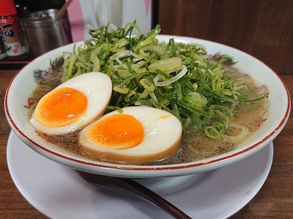 「ラーメン+九条ネギ増し+煮玉子」@第一旭 新宿店の写真