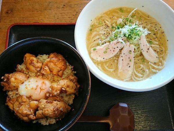 「【限定】鶏白湯+ガーリックバター醤油チキン丼セット¥950」@和風らーめん 凪の写真