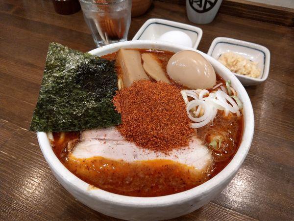 「辛辛魚らーめん (麺大 +生卵 + ニンニク)」@麺処 井の庄の写真