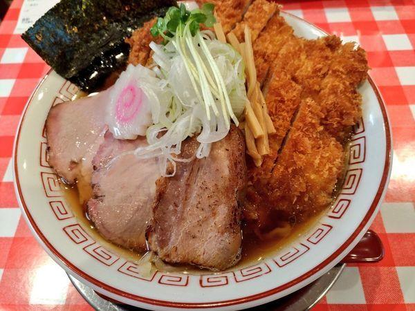 「山原豚かつ醤油らぁめん」@ぬーじボンボン ニュータイプの写真