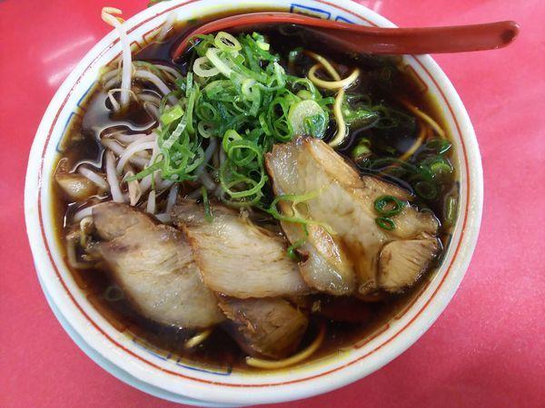 「中華そば(小)麺カタメ・ネギ多め・白 600円」@新福菜館 本店の写真