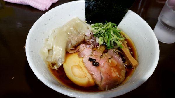 「ワンタン醤油ラーメン」@麺や 魁星の写真