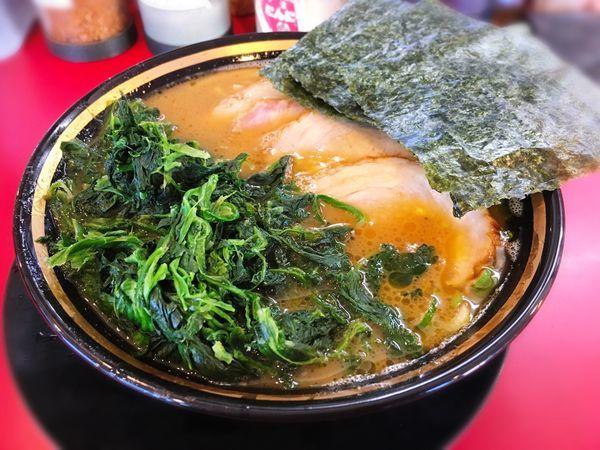 「チャーシューメン+燻製バラ+青菜」@家系ラーメン 熊田家の写真