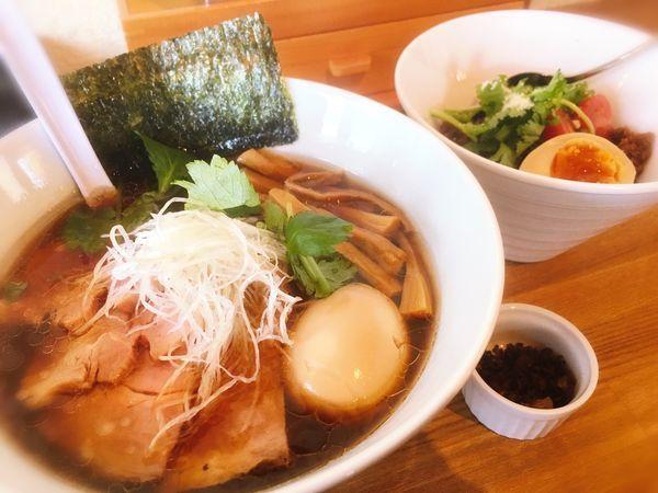 「特製正油ラーメン+アジアン肉味噌ご飯」@湖麺屋 Reel Cafeの写真