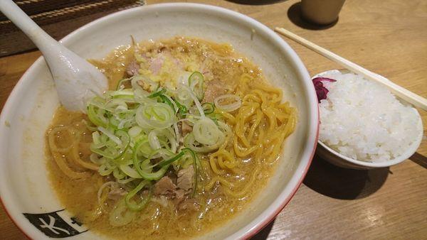 「味噌ラーメン、大盛」@大島の写真