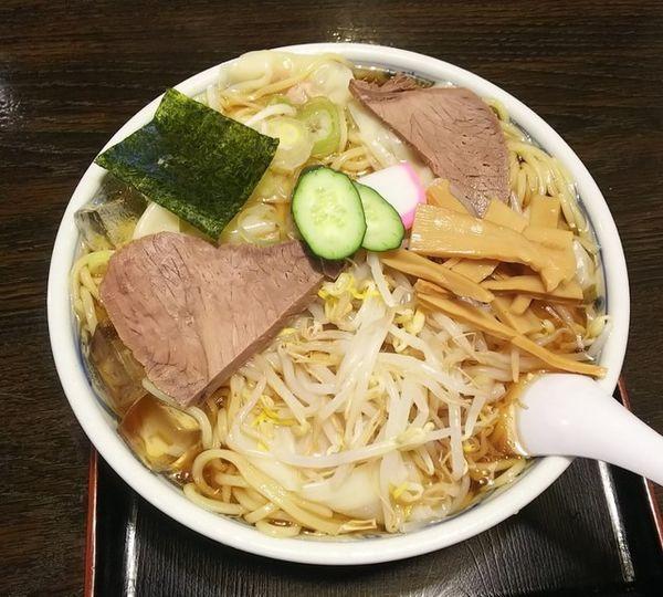 「冷しワンタンメン918円」@栄屋本店の写真