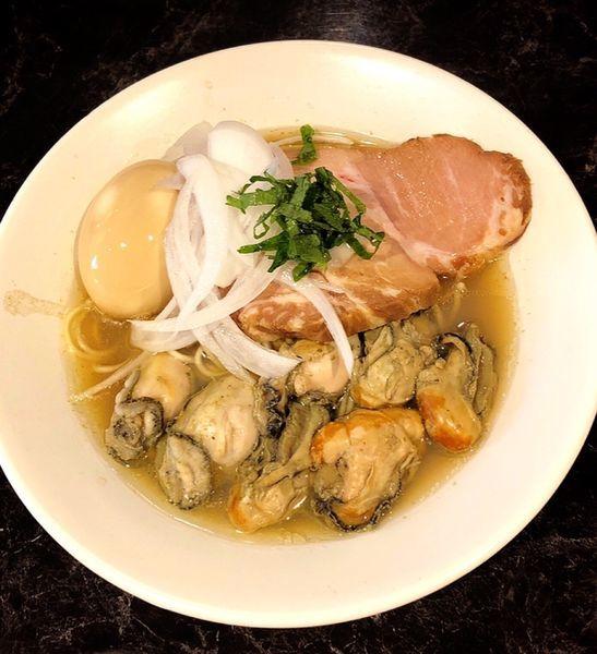 「【土.日.祝限定】牡蠣の中華そば(味玉)」@中華SOBA にぼ乃詩の写真