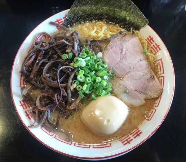 「魚介豚骨ラーメン+キクラゲ」@博多長浜らーめん 六角堂の写真