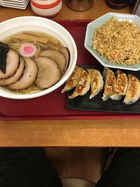 「チャーシュー麺【白醤油】+半炒飯と餃子」@らーめん我礫の写真