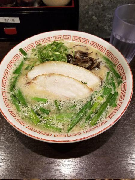 「ラーメン+生ニラ+半替え玉」@博多らーめん 濱田屋 北千住店の写真