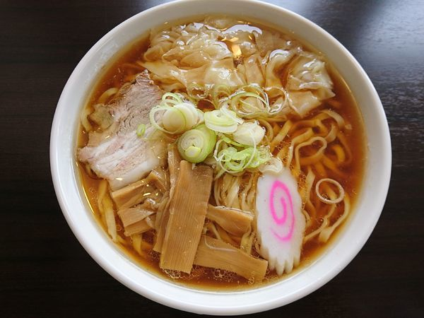 「ワンタンメン(しょう油)+手打ち麺+大盛り」@恵比寿の写真