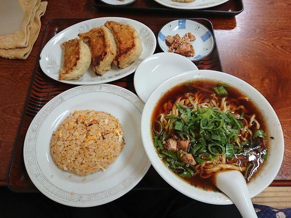 「まんぷくラーメン定食 800円(平日限定)」@陽気軒の写真