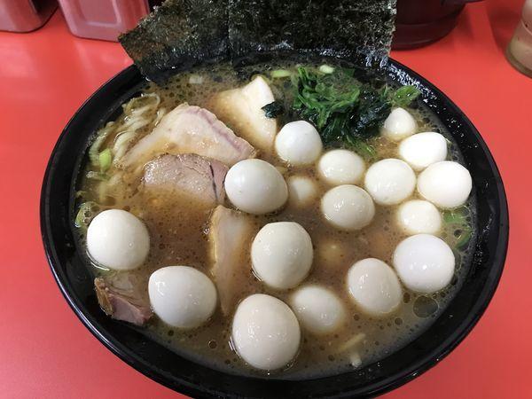 「チャーシューメン・鶉の玉子✖️3」@壱六家 上大岡店の写真