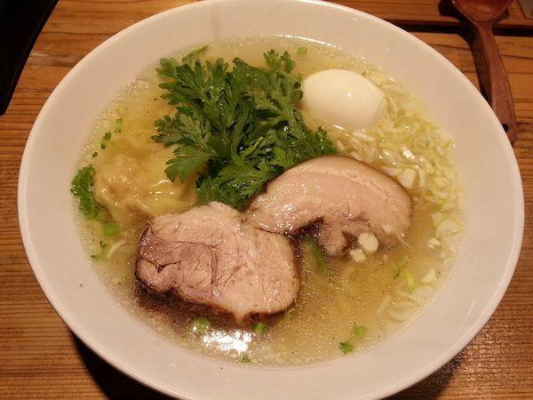 「本丸塩らー麺 +塩煮たまご」@横濱元町 本丸亭 横浜店の写真