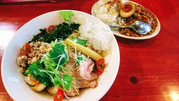 「【期間限定】冷やし鯵煮干しそば+キーマカレー」@讃岐ラーメン はまんど横須賀の写真