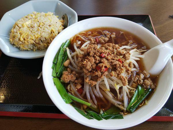 「【限定】台湾ラーメン+半炒飯」@中国料理 竹園の写真