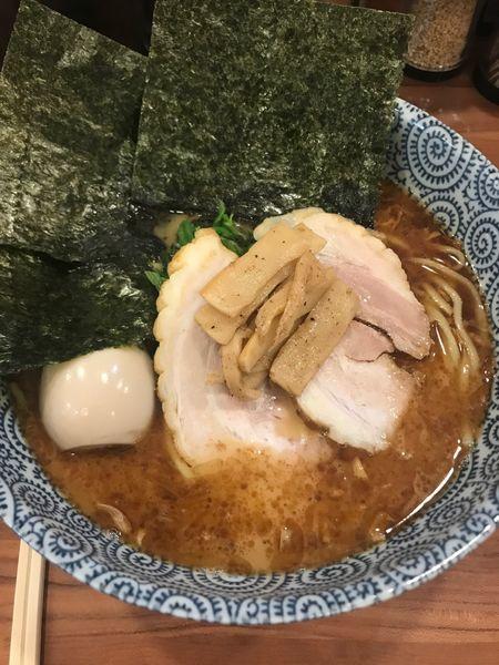 「醤油(中盛)+味玉」@麺屋ARKの写真