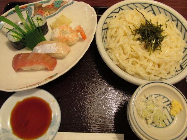 「ランチ(にぎり寿司とざるうどん) 「918円」」@レストラン 松の写真