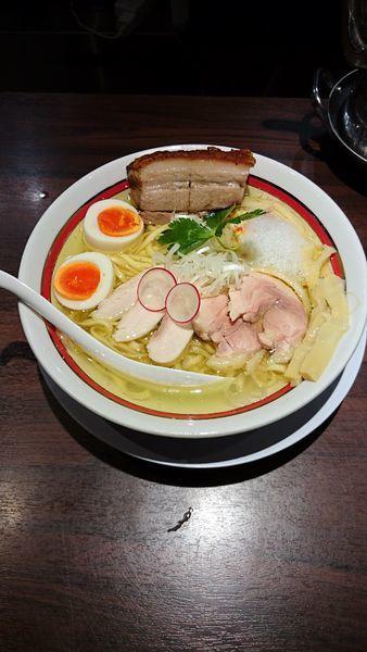 「信州黄金シャモの軍鶏そばレザークリスピーチャーシューハーフト」@NAKAGAWA わずの写真