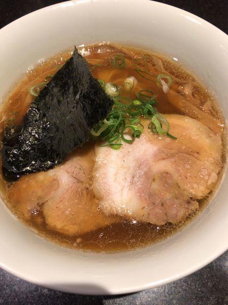 「醤油らぁ麺 950円」@支那そばや 新横浜ラーメン博物館店の写真