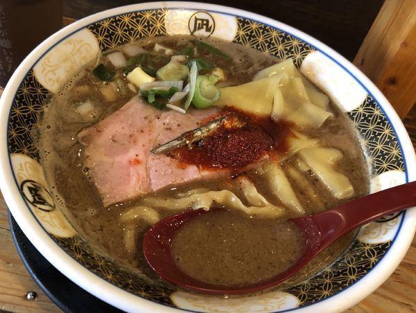 「すごい煮干しラーメン」@すごい煮干ラーメン凪 新宿ゴールデン街店 本館の写真