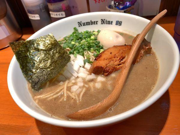 「濃厚ラーメン+煮干し」@麺Dining Number Nine 09の写真