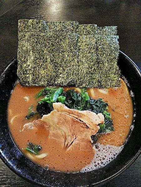 「ラーメン 780円」@横浜家系豚骨醤油極太麺 侍 伏見店の写真