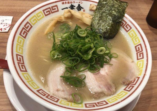 「ラーメン」@博多屋台ラーメン一幸舎 東京キッテグランシェ店の写真