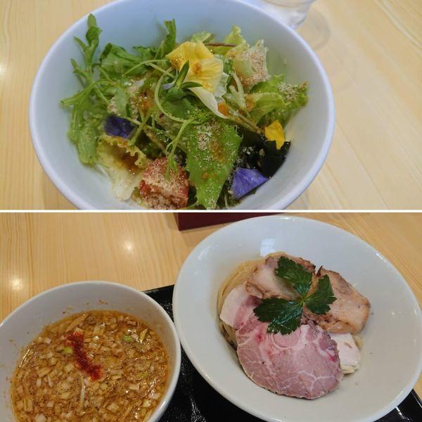 「鶏としそつけ麺950円+サキベジサラダ100円」@中華そば 依々恋々の写真