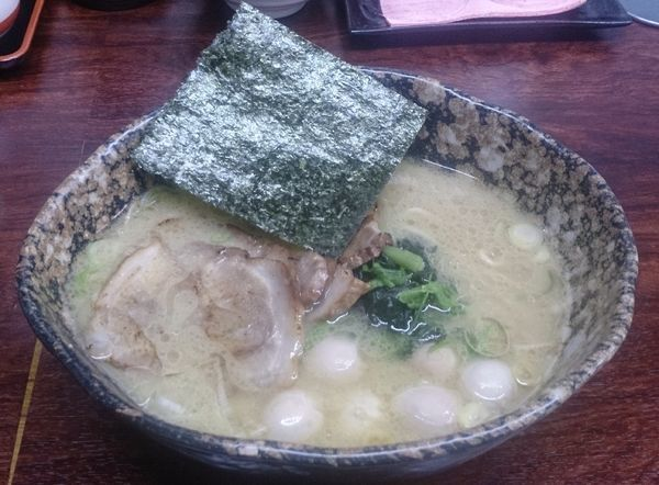 「ラーメン・鶉の卵」@麺場 ちゃっちゃかの写真