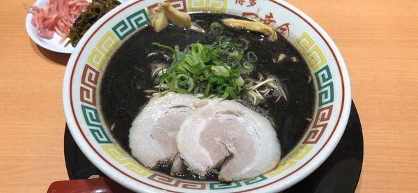 「黒ラーメン」@一幸舎 HAKATA OLD STYLEの写真