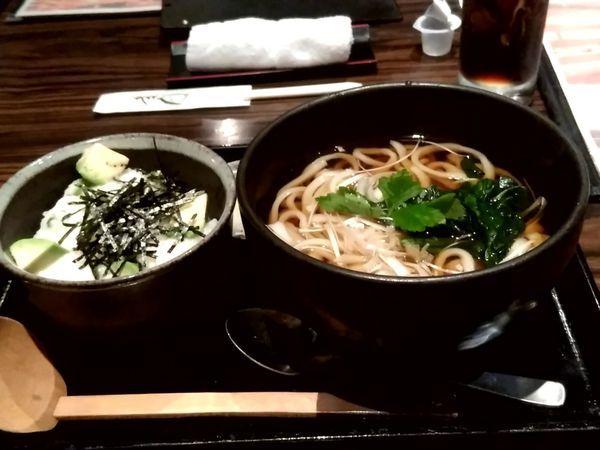 「週替わり丼セット(アボカド、オクラトロロ丼+うどん)870円」@遊天の写真