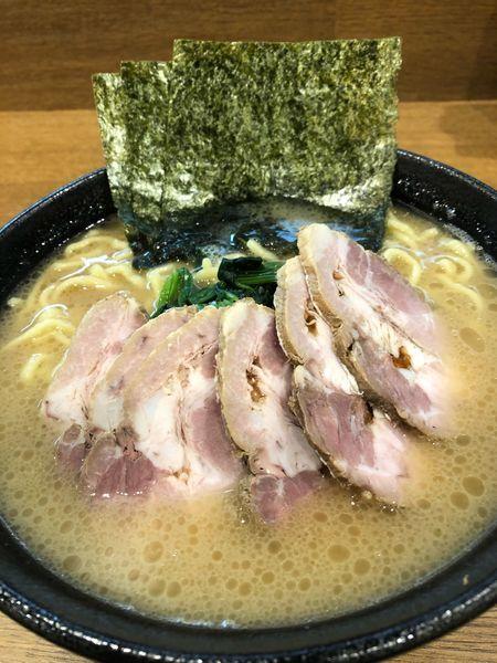 「チャーシュー麺中盛1000円、硬め濃いめ」@横浜ラーメン 弐七家 弥生台店の写真
