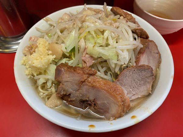 「小ぶた入り 生玉子(麺固め・ヤサイ・ニンニク・アブラ)」@ラーメン二郎 上野毛店の写真