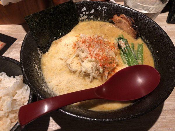 「マイルドカレーラーメン + チーズ + 麦ごはん(小)」@カレーラーメン 彩 SAIの写真