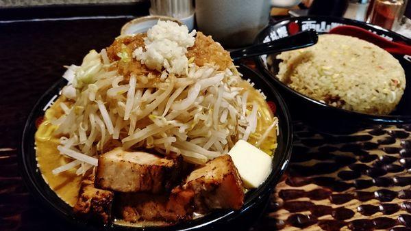 「味噌次郎+大盛り+バター+チャーハン」@北のらーめん 美空の写真