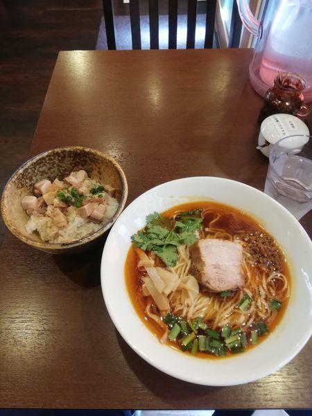 「紅湯麺と角切りチャーシュー丼 980円」@角煮酢豚麺 ゆきふじの写真