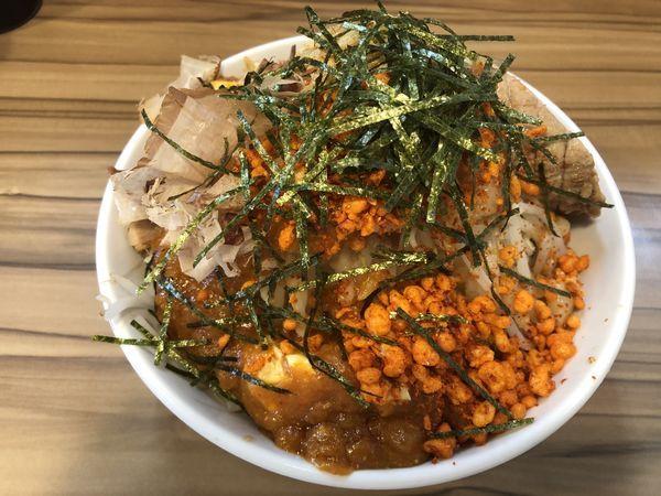 「まぜそばフュージョン、ニンニク無、野菜、アブラ」@火の豚 南越谷駅前店の写真