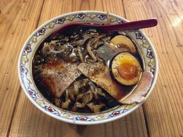 「ブラック 味玉(900円)」@くじら食堂 nonowa東小金井店の写真
