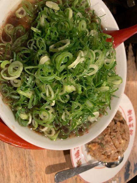 「中華そば(並)+焼き飯(小)+ねぎ」@新福菜館 麻布十番店の写真