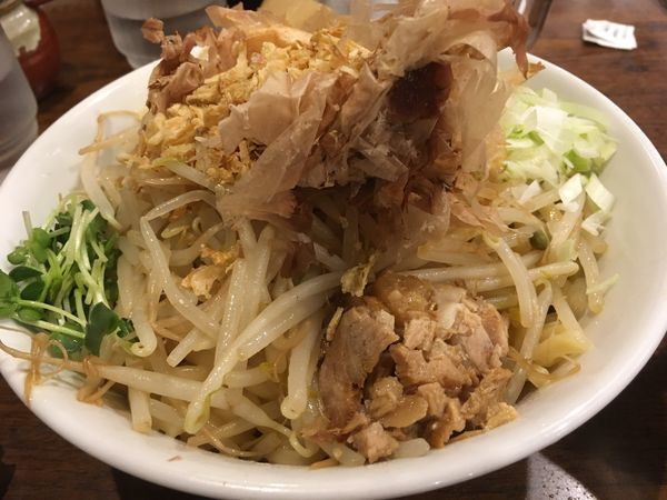 「背脂濃厚まぜそば」@つけ麺専門店 三田製麺所 渋谷道玄坂店の写真